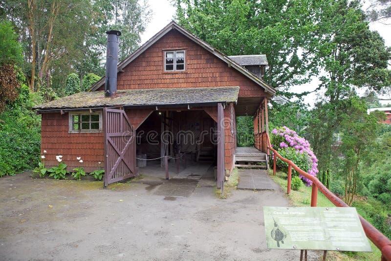 Maison de forgeron au musée allemand chez Frutillar, Chili photos libres de droits