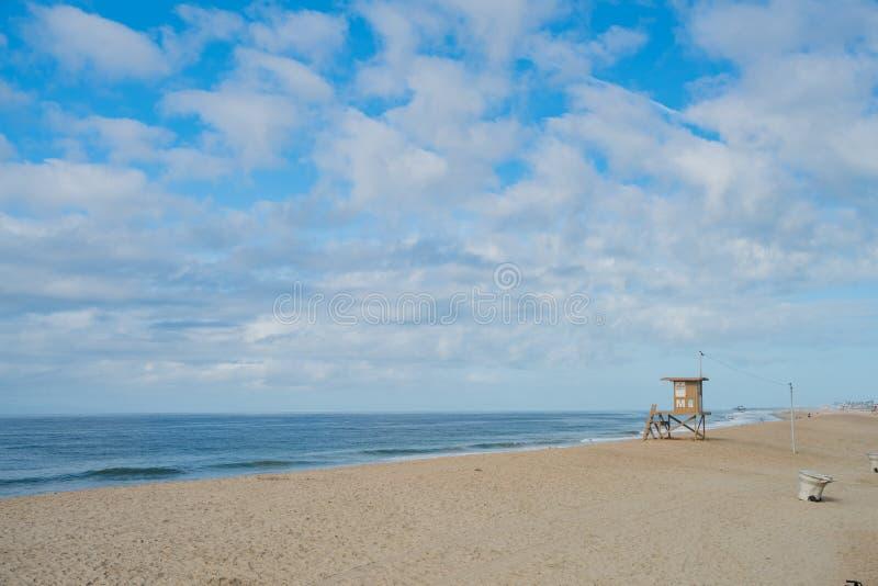Maison de garde de la vie et la plage photos libres de droits