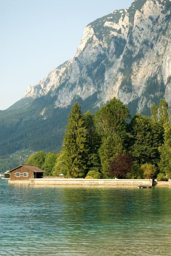 Maison de lac photographie stock libre de droits