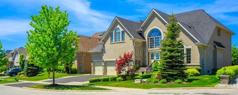 Maisons De Canada : Maison de luxe sur commande dans la banlieue toronto