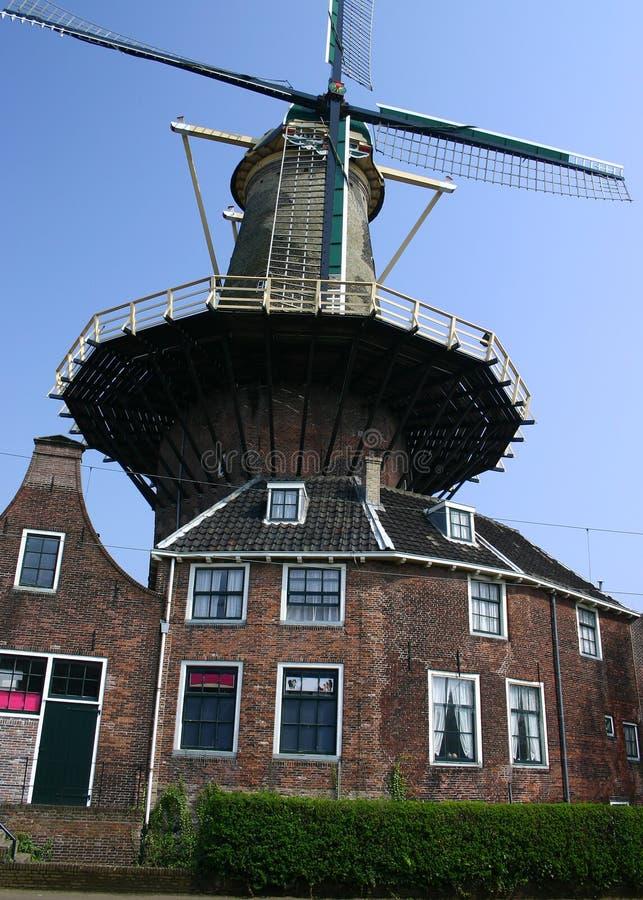Maison de moulin à vent images libres de droits