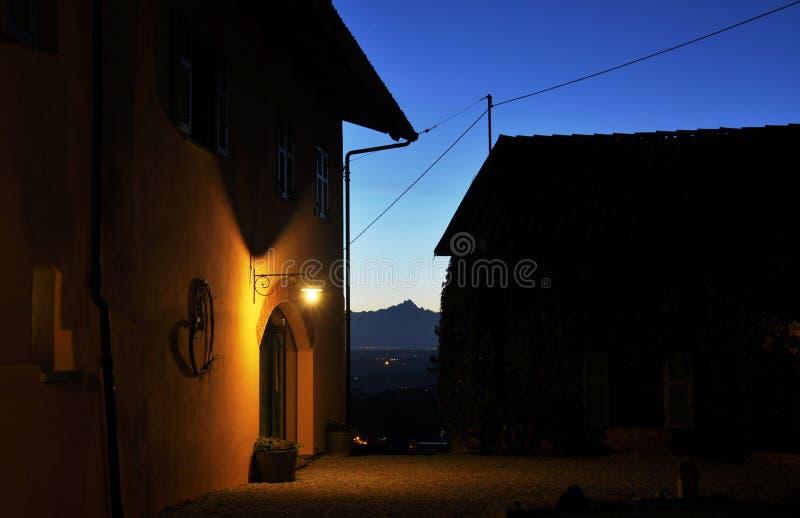 Maison de pays dans Langhe, Piémont, Italie photographie stock libre de droits