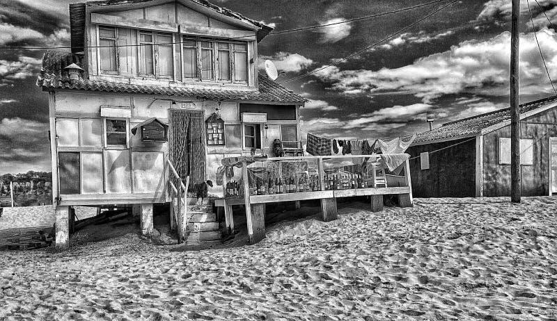 Maison de plage, pleine des boissons photo stock