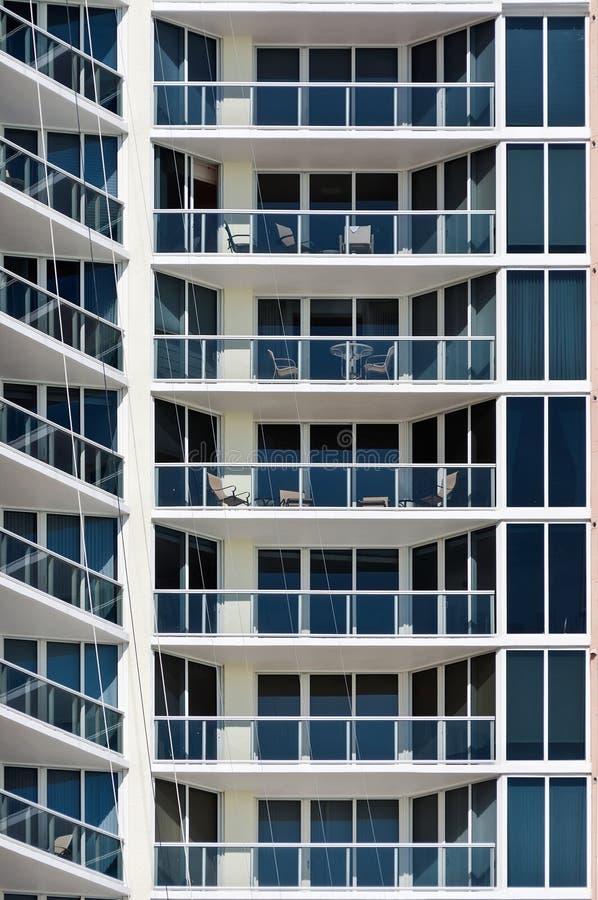 Download Maison De Rapport Moderne - Balcons De Miami Beach Image stock - Image du bleu, juste: 76084333