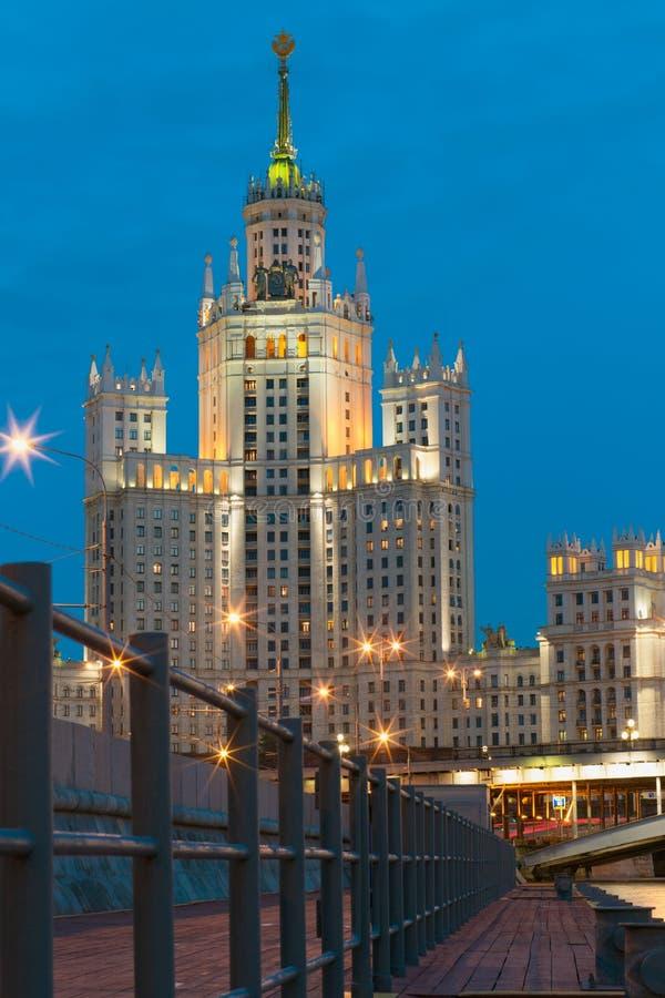 Maison de rapport sur le remblai de Kotelnicheskaya à Moscou images libres de droits
