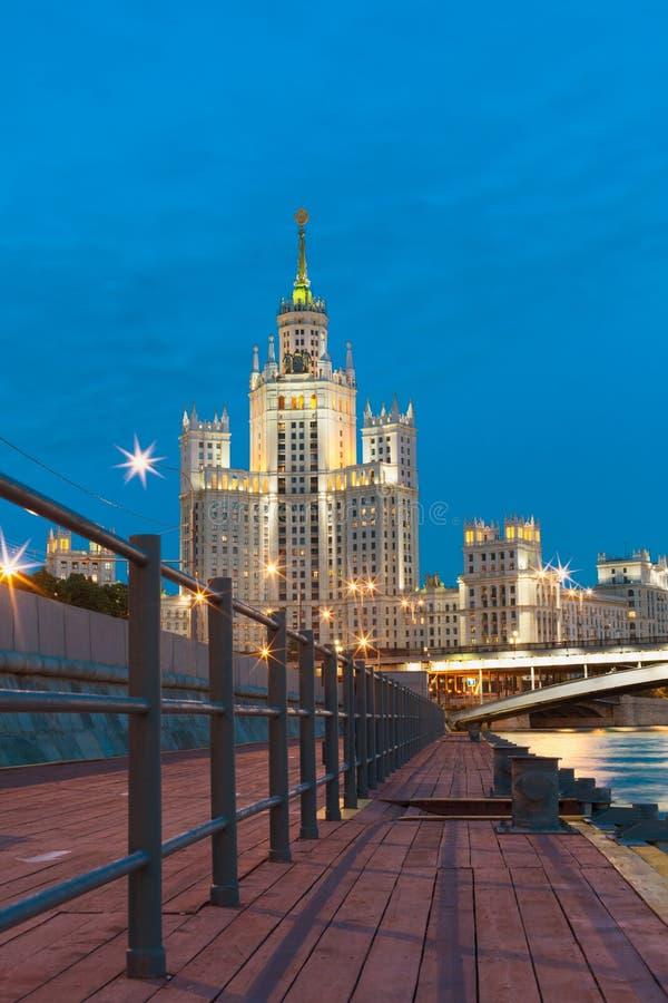 Maison de rapport sur le remblai de Kotelnicheskaya à Moscou image libre de droits