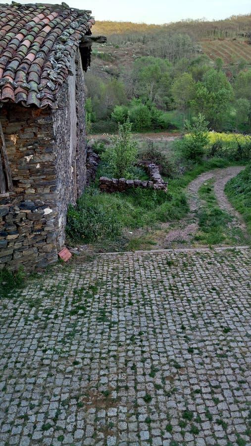 Maison de roche dans Braganca photographie stock