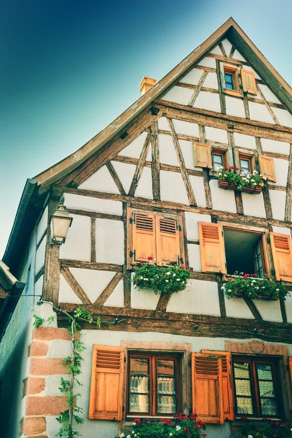 Maison de structure de bois traditionnelle Alsace, France photo stock