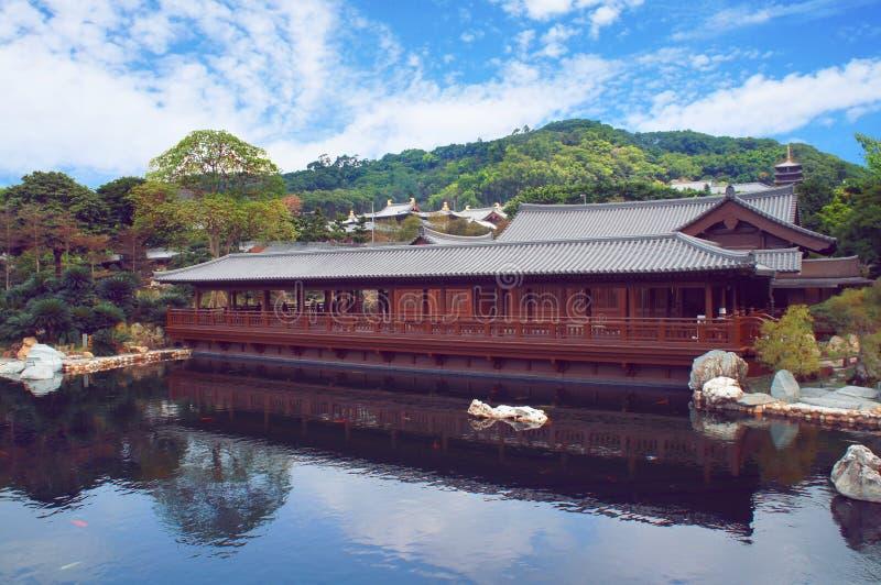 Maison de thé au parc chinois image stock
