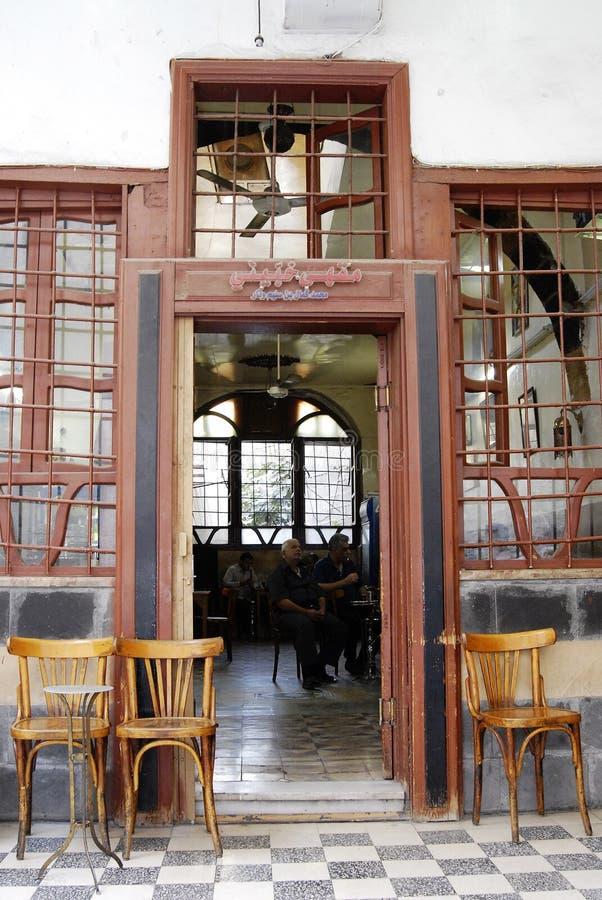 Maison de thé et boutique de tabac à Damas photos stock