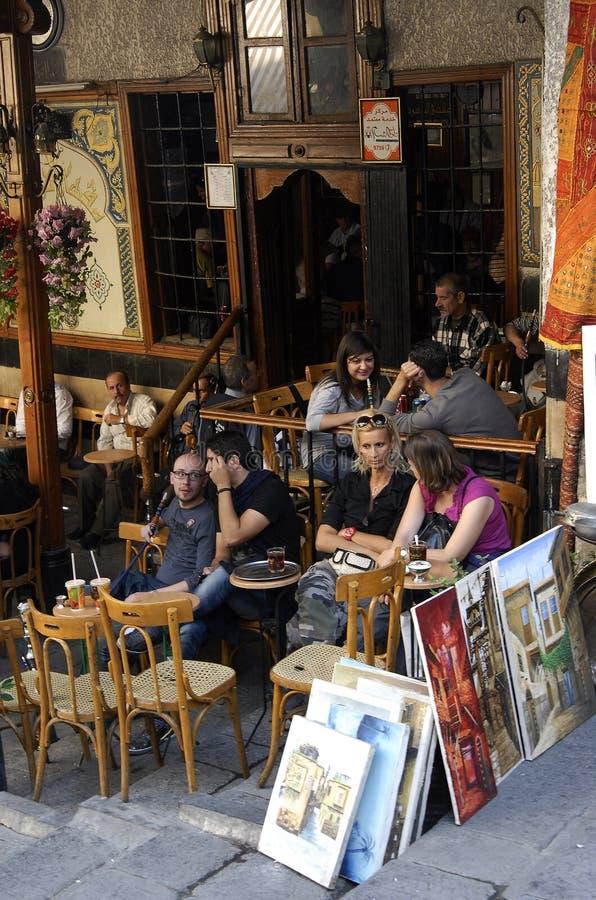 Maison de thé et boutique de tabac à Damas photos libres de droits