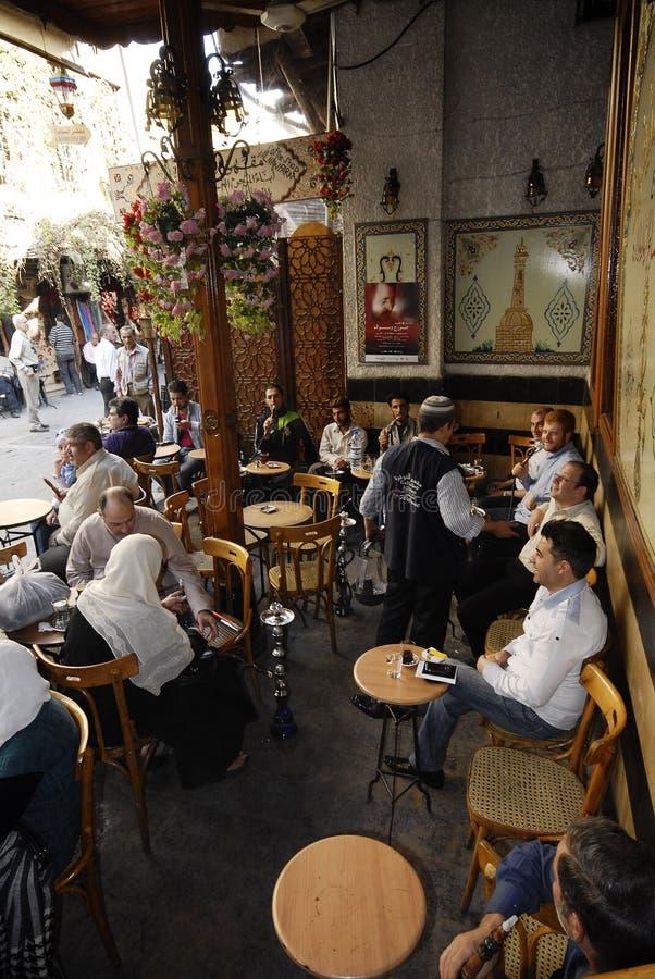 Maison de thé et boutique de tabac à Damas images libres de droits