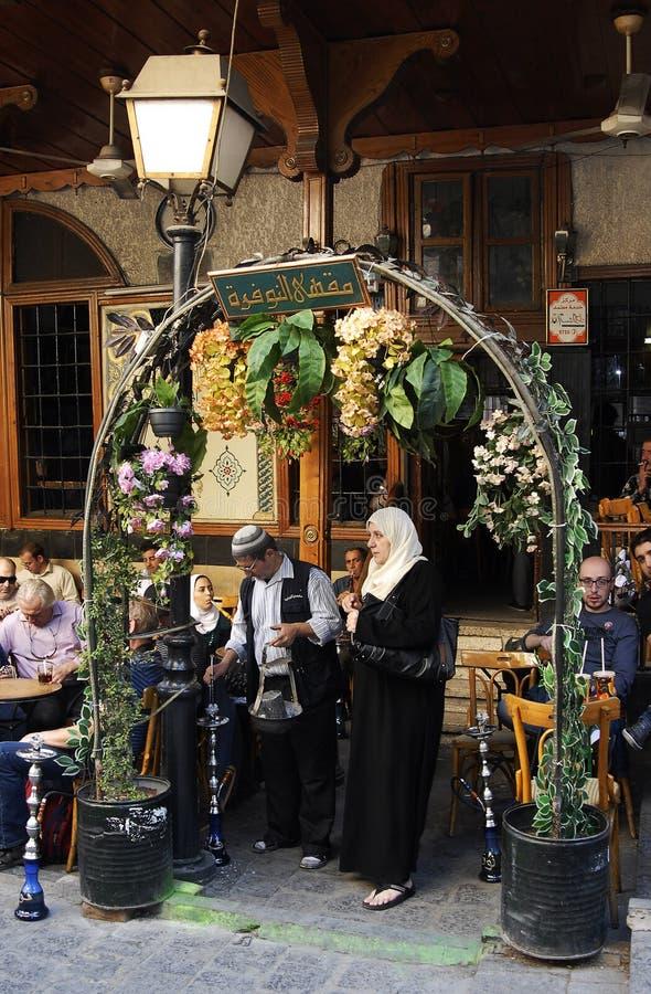 Maison de thé et boutique de tabac à Damas photographie stock libre de droits