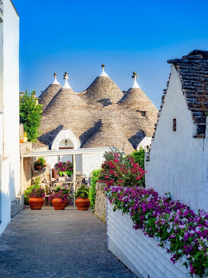 Maison de Trulli dans le village d'Alberobello, vue verticale photographie stock libre de droits