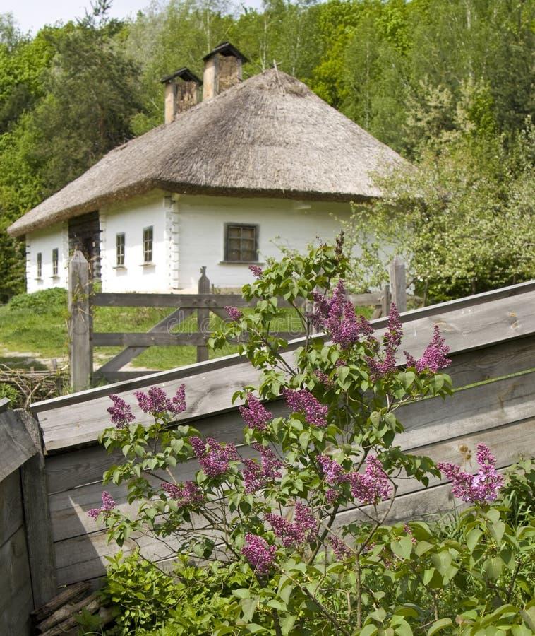 Maison de village en Ukraine photographie stock