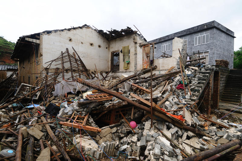 Maison effondrée photos libres de droits