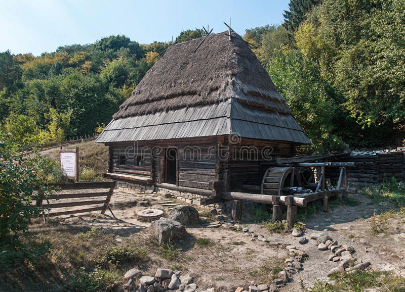 Maison en bois dans le musée en plein air Pirogovo images libres de droits