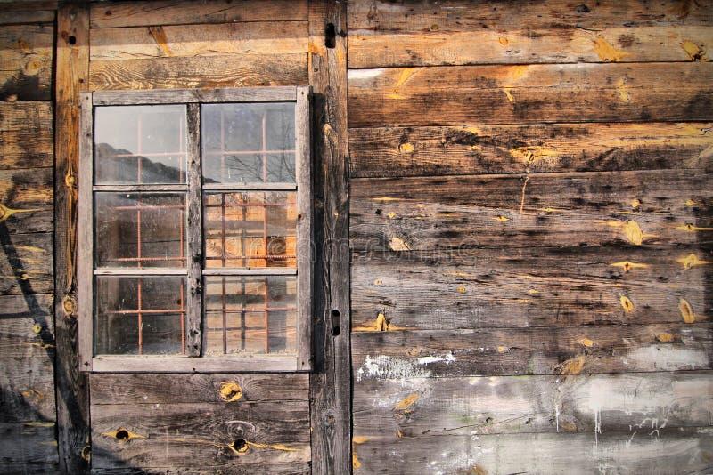 Maison en bois de cru images libres de droits