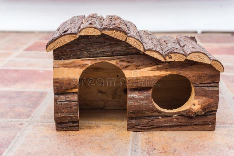 Maison en bois de hamster photographie stock