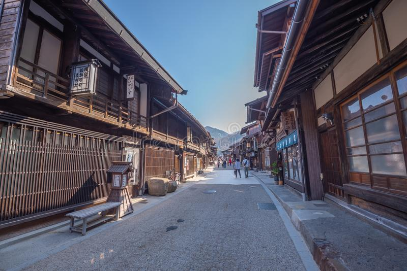 Maison en bois de Narai-Juku Japon de ville de poteau de Narai vieille et rue étroite en vallée de Kiso de Nagano photo libre de droits
