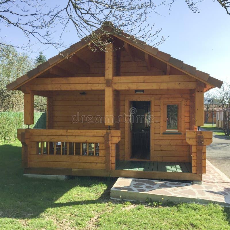 Maison en bois préfabriquée photographie stock libre de droits