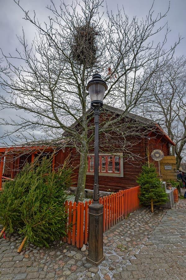 Maison en bois préservée de ferme de vieil ocre rouge suédois traditionnel dans le musée en plein air de Skansen Stockholm, Su?de images stock