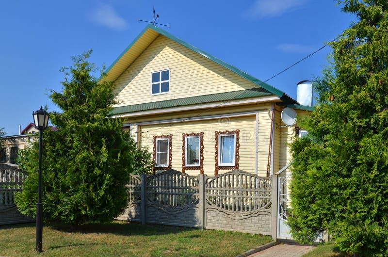 maison en bois rurale russe traditionnelle photo stock image du ferme antiquit 40222600. Black Bedroom Furniture Sets. Home Design Ideas