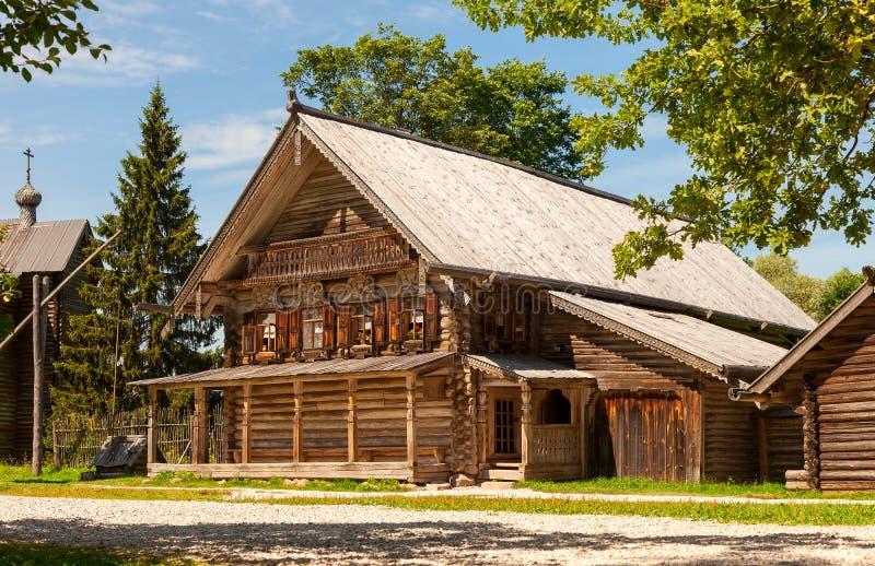 Maison en bois russe traditionnelle image stock image for Maison bois traditionnelle