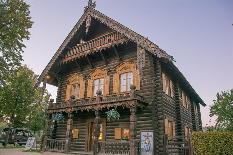 maison en bois traditionnelle russe image ditorial image du conception d coration 45913580. Black Bedroom Furniture Sets. Home Design Ideas