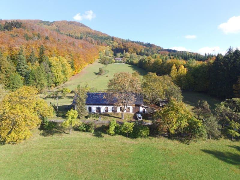 Maison en montagne image stock