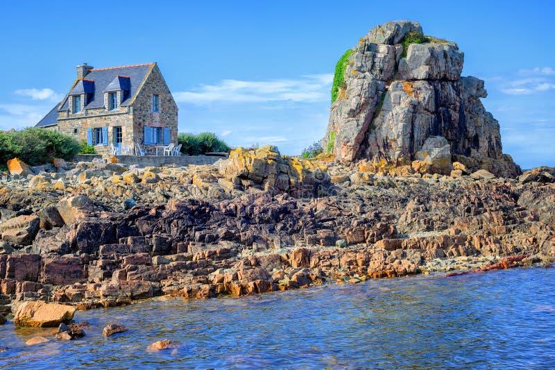maison en pierre bretonne traditionnelle et la roche la. Black Bedroom Furniture Sets. Home Design Ideas