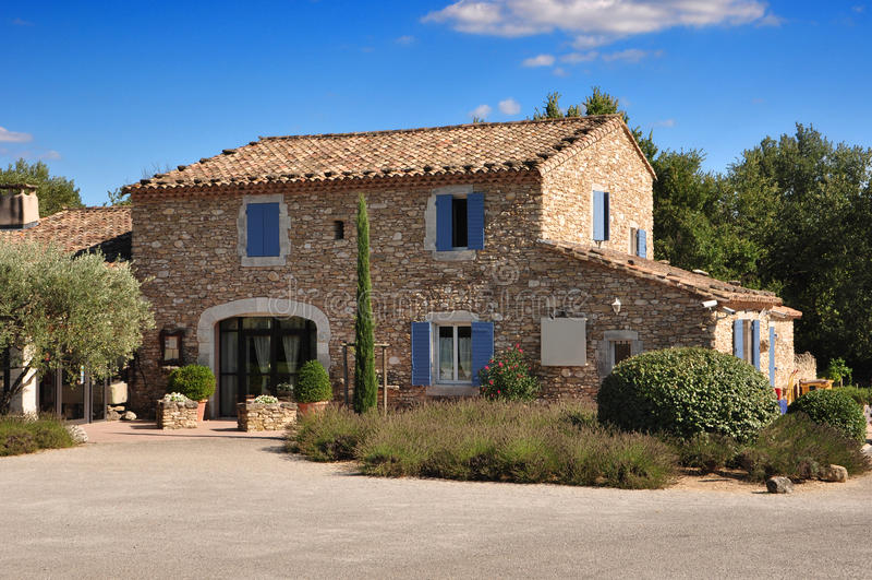 Maison en pierre de la provence image stock image du for Prix construction maison en pierre