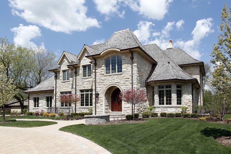 Maison en pierre de luxe image stock image du pelouse for Prix construction maison en pierre