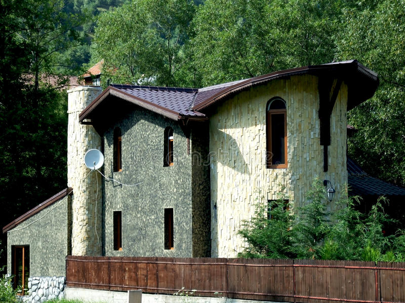 Maison en pierre moderne image stock image du neuf for Maison en pierre moderne