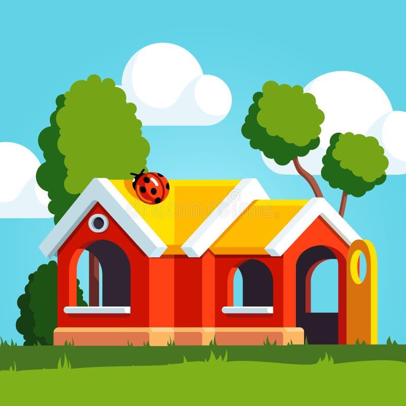 Maison en plastique de jeu de jouet se tenant sur le terrain de jeu illustration de vecteur