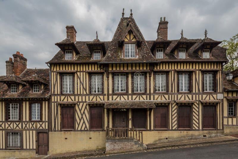 Maison encadrée de bois de construction où le compositeur Maurice Ravel a vécu en LY image libre de droits