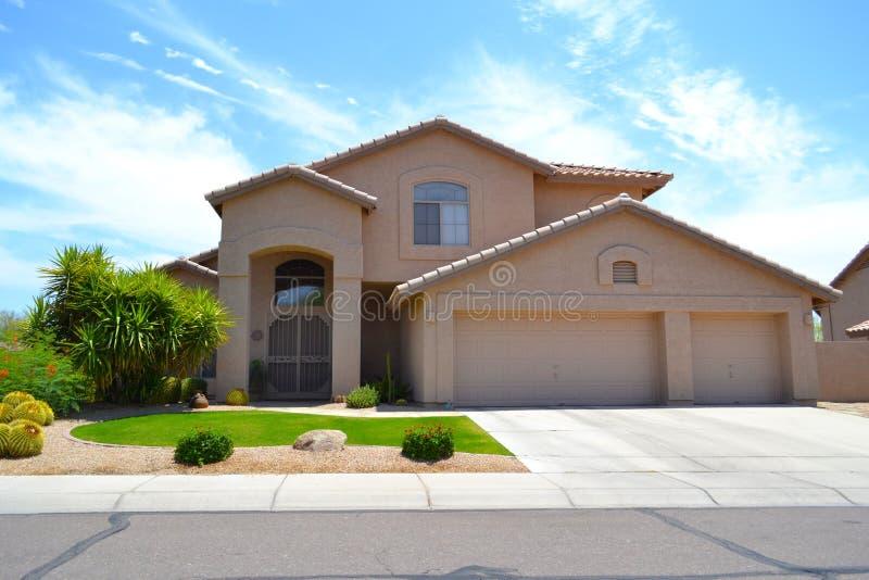Maison espagnole/du sud-ouest toute neuve de rêve de l'Arizona de style photo libre de droits