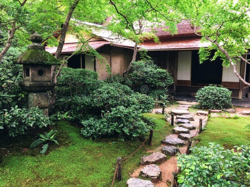 Maison et jardin japonais photos libres de droits
