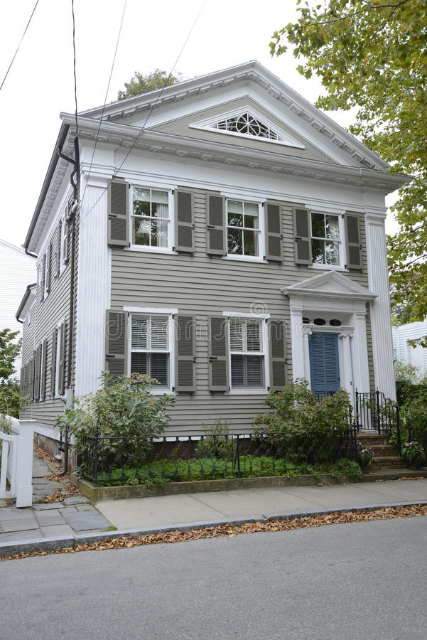 Maison fédérale bronzage de style dans Stonington le Connecticut image stock