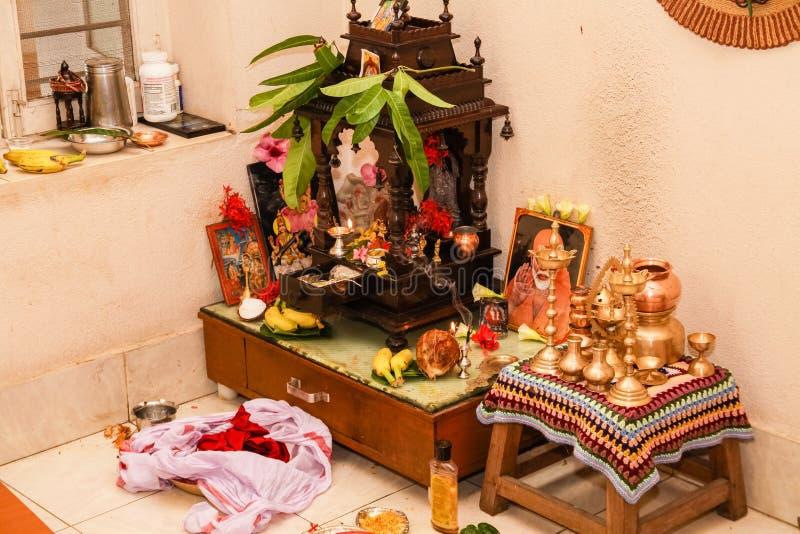 Maison familiale indienne du sud indoue de pièce typique de prière photographie stock