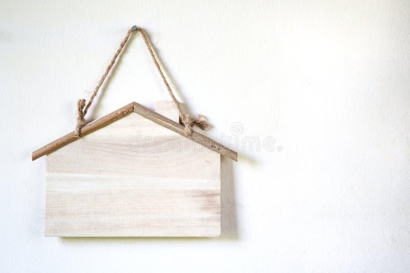 maison formée par signe images stock