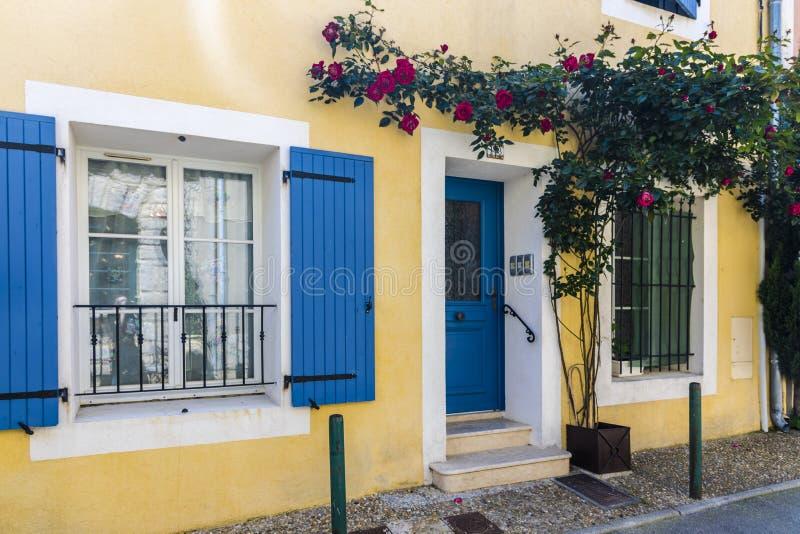 Maison française jaune photographie stock