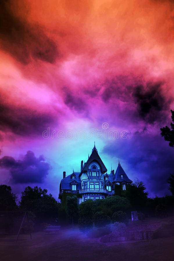 Download Maison hantée image stock. Image du sinistre, nuageux - 20083139