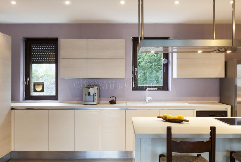 Maison intérieure, cuisine photo stock