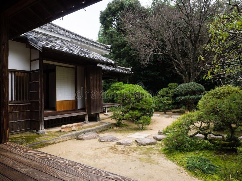 Maison japonaise traditionnelle avec le jardin dans Kitsuki, préfecture d'Oita photographie stock libre de droits