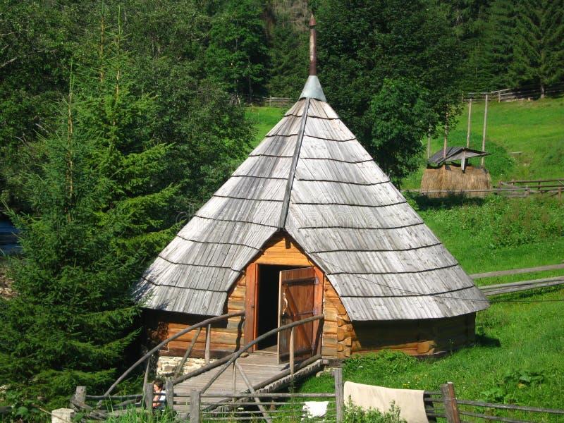 Maison-kolyba en bois image stock