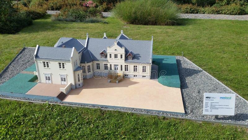 Maison miniature photo libre de droits