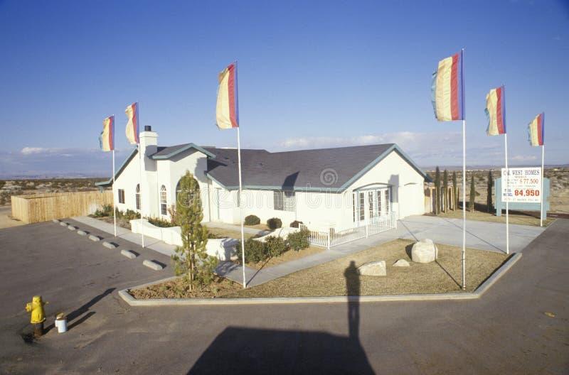Maison modèle dans le composé de nouveaux logements photo libre de droits