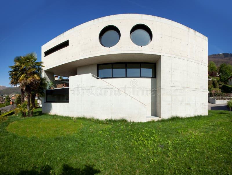 Maison Moderne Dans Le Beton Photo stock - Image du cement, escalier ...