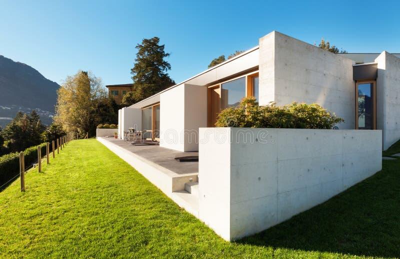 Maison moderne en ciment image stock